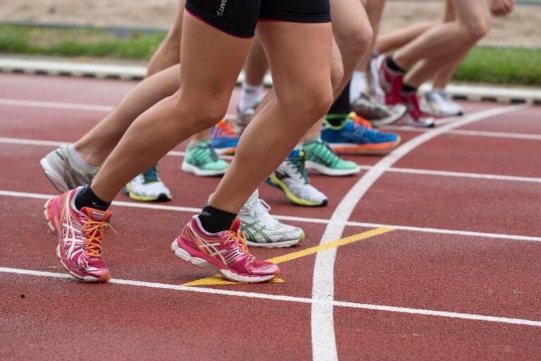陸上選手スタート時の脚