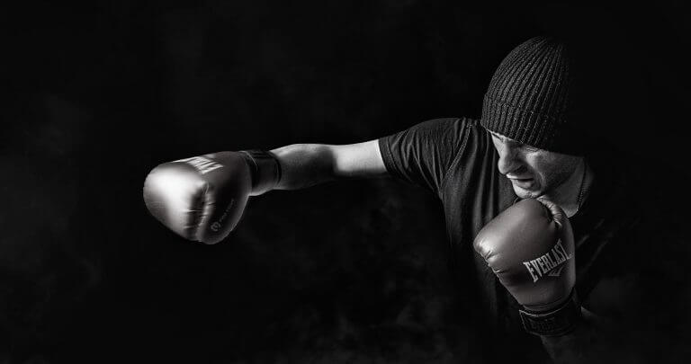 ボクシングしている男性