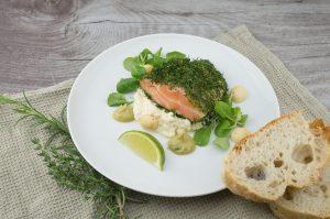 魚や野菜、パンなどの少量の食事