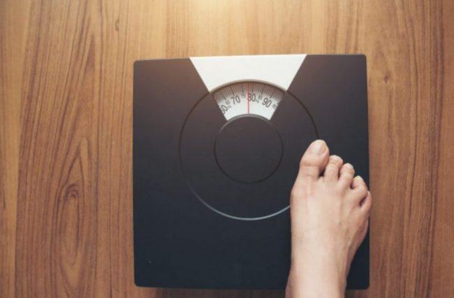 ダイエットの審判、体重計