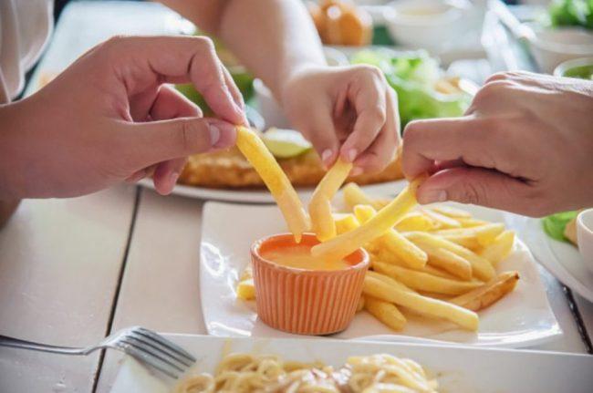 食欲を増す食卓
