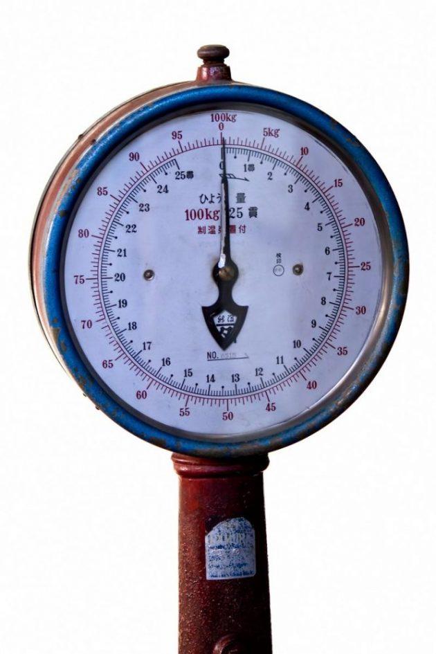 かなり年季の入った体重計