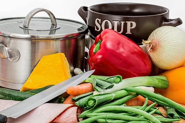 野菜と包丁と鍋