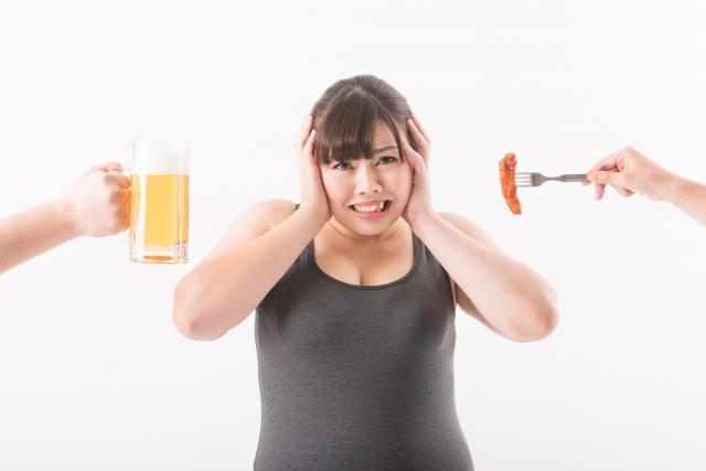 はちみつダイエットをしていても食欲と戦う女性
